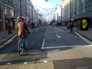 Oxford St cycling 25 Dec